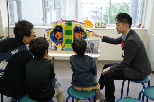 (Media Coverage) 京都新聞「最新の科学研究 親子ら触れる」